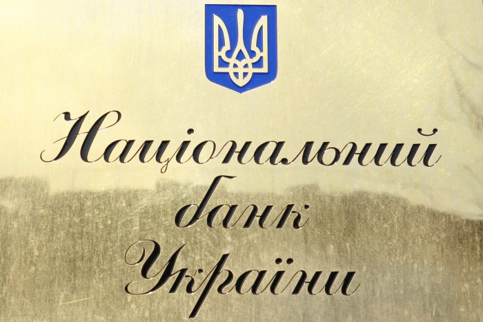 Does a citizen of Ukraine who wishes to register a company in Poland need to obtain a license from the National Bank of Ukraine?